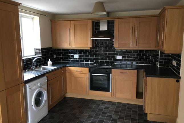 Thumbnail Flat to rent in Leatham Ave, Kimberworth, Rotherham