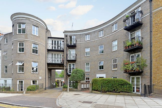 Thumbnail Flat for sale in Cadogan Terrace, London