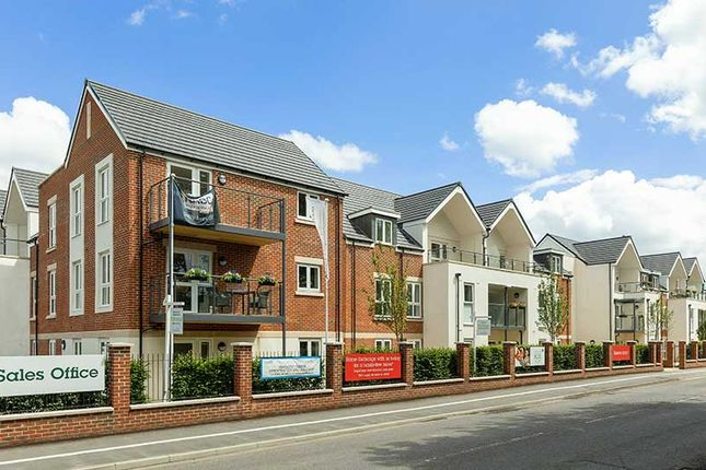 Thumbnail Flat for sale in Reading Road, Henley-On-Thames