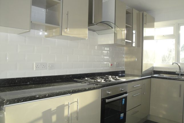 Thumbnail Flat to rent in Souith Street, Romford