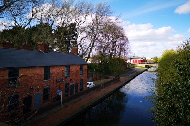 Description of Tipton Road, Tipton, West Midlands DY4