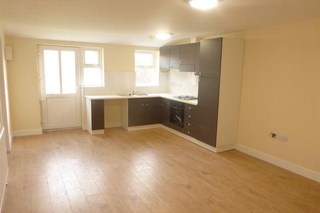 Thumbnail Flat to rent in Meadow Lane, Loughborough
