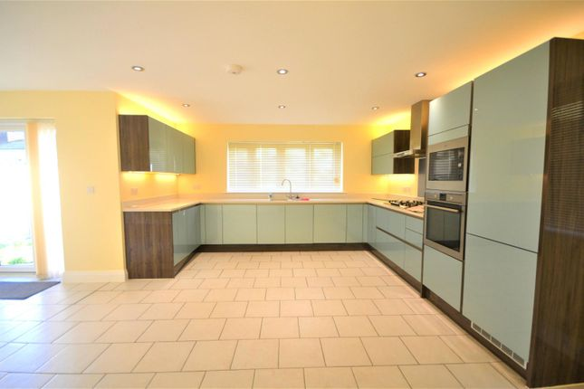 4 bed semi-detached house to rent in Glades Close, Romford RM1