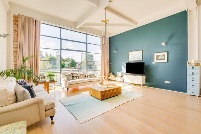 Thumbnail Flat to rent in Chiswick Green Studios, 1 Evershed Walk, Chiswick