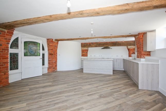 Thumbnail Barn conversion to rent in Fairtrough Road, Orpington