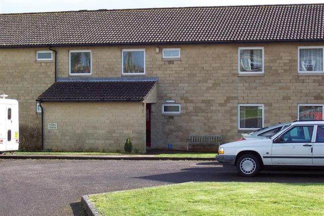 Thumbnail Flat to rent in Stonefield Close, Bradford-On-Avon