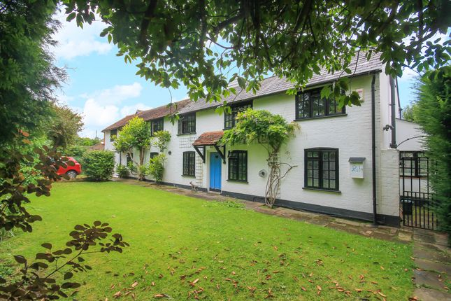 Thumbnail Detached house to rent in Rowplatt Lane, Felbridge, East Grinstead