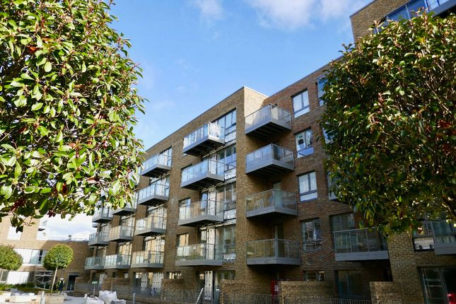 Thumbnail Flat for sale in Smithfield Sq, Hornsey, London