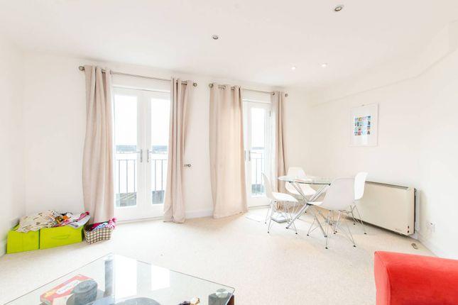 Flat to rent in Durward Street, Whitechapel