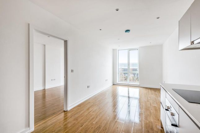 Thumbnail Flat to rent in Royal Winchester House, Bracknell