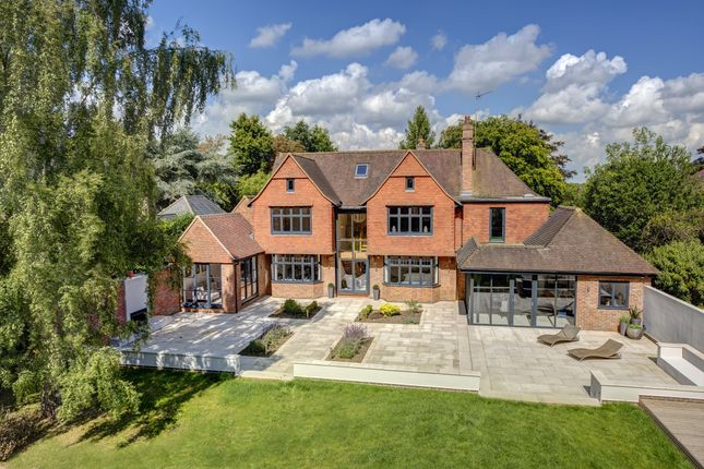 Thumbnail Detached house to rent in Burkes Road, Beaconsfield