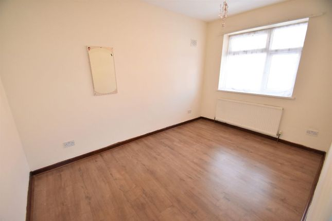 Thumbnail Bungalow to rent in Allenby Road, Southall