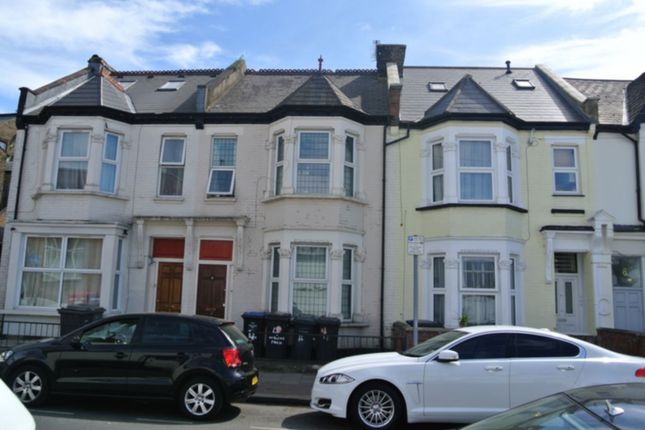 5 bed terraced house to rent in Oakland Road, Cricklewood