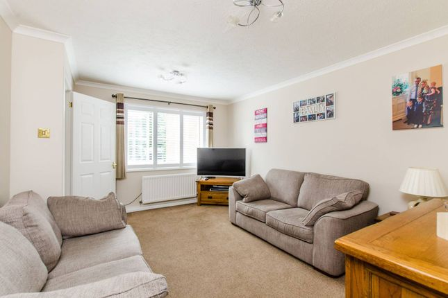 3 bed property for sale in Pearce Close, Mitcham