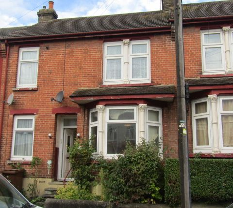 Thumbnail Flat to rent in Maple Avenue, Gillingham