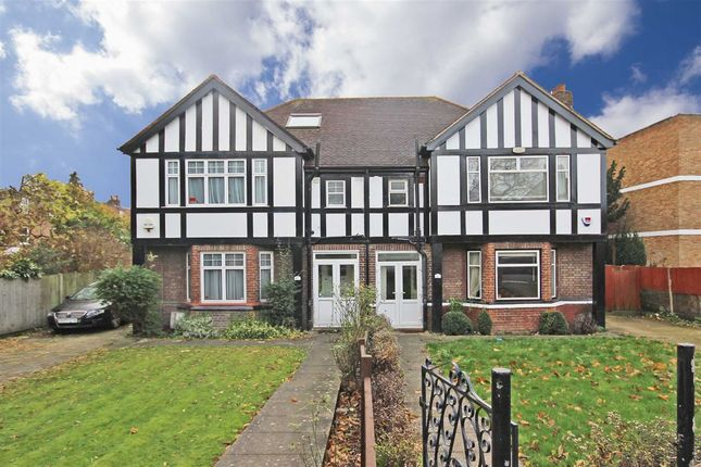 3 bed semi-detached house to rent in Lynton Road, London