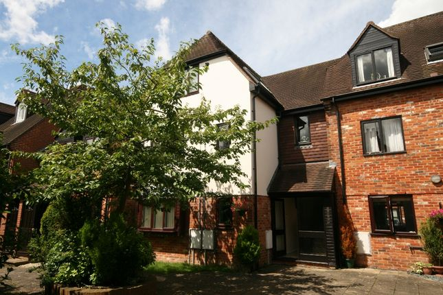 Thumbnail Flat to rent in Malthouse Square, Princes Risborough