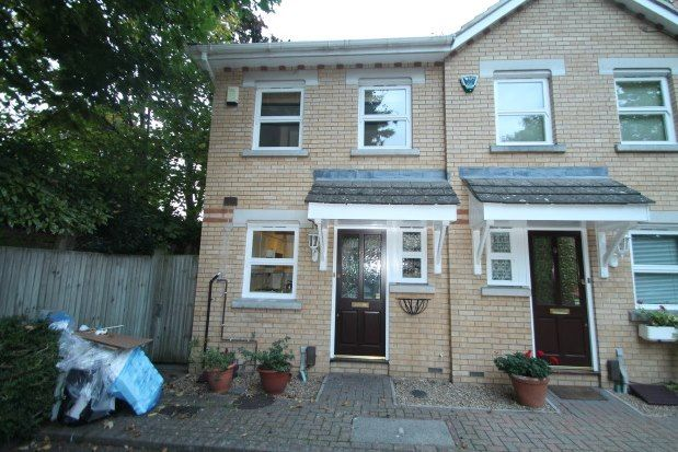 2 bed property to rent in Meadside Close, Beckenham BR3