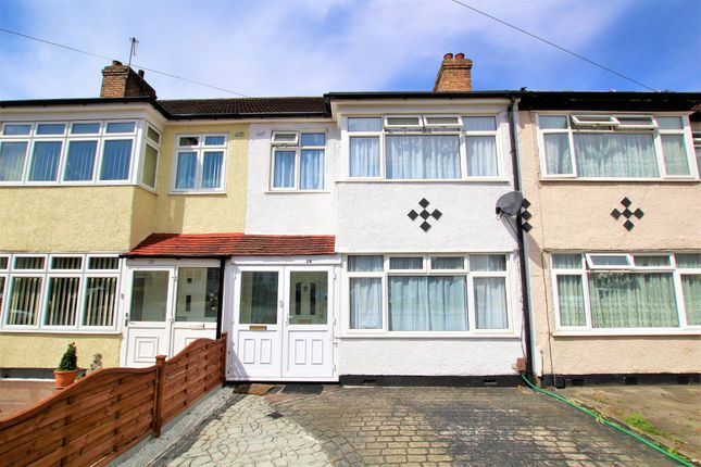 3 bed terraced house to rent in Lynton Avenue, Romford RM7