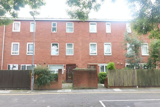 Thumbnail Terraced house to rent in Waterloo Close, London