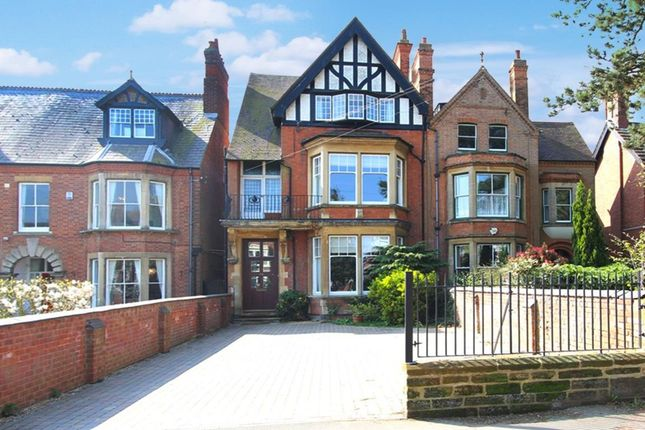5 bed semi-detached house for sale in Hillmorton Road, Rugby