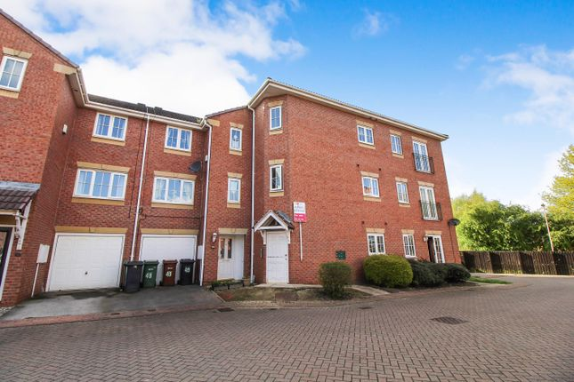 Thumbnail Flat for sale in Kensington Way, Middleton, Leeds