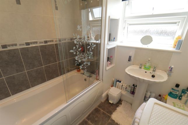 Bathroom of Washington Road, Goldthorpe, Rotherham S63