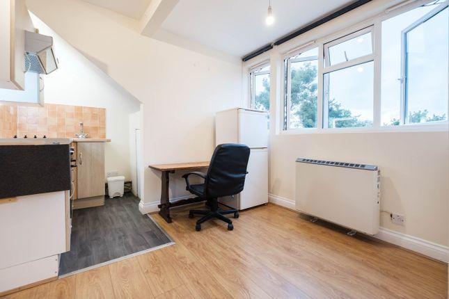 Studio to rent in Norbury Crescent, London SW16