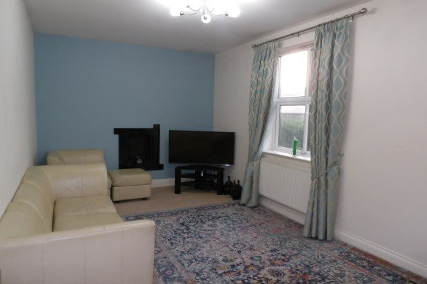2 bed flat to rent in The Conifers, Burnley BB10