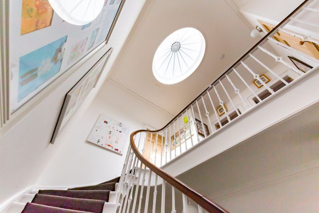 Staircase of Union Place, Montrose DD10