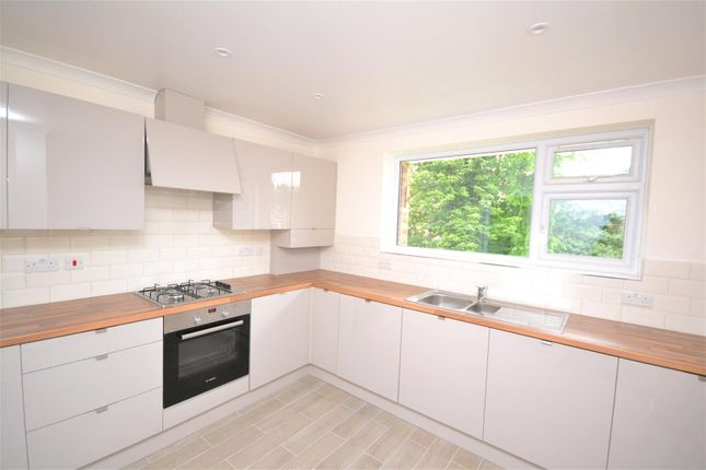 2 bed flat to rent in Green Lawns, Moss Hall Grove, London