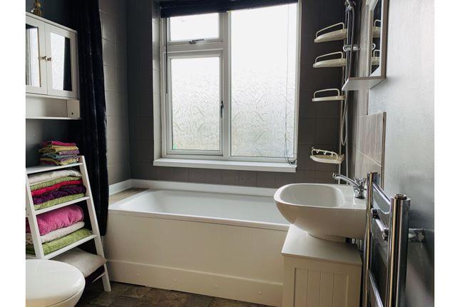 Family Bathroom of Kirklands Road, Hull HU5