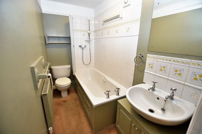 Bathroom of Sandringham Court, Broad Walk, Buxton SK17