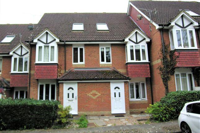 1 bed maisonette for sale in Alexandra Gardens, Knaphill, Woking GU21