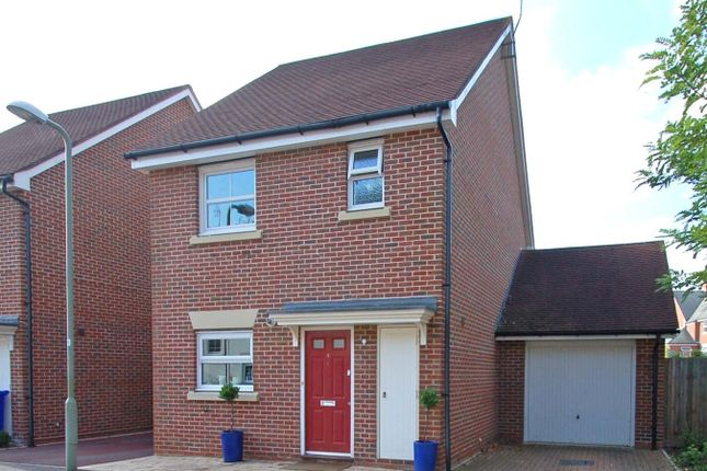 Thumbnail Link-detached house to rent in Waleron Road, Fleet