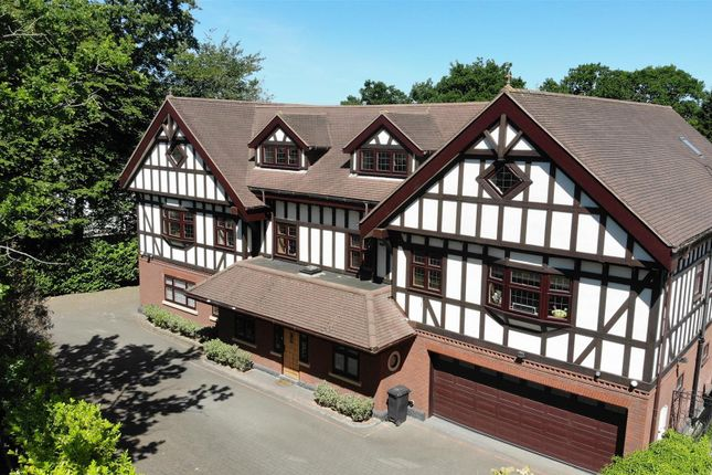 Thumbnail Detached house for sale in Stradbroke Drive, Chigwell