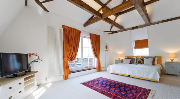 Thumbnail Flat to rent in Royal Bushy Park View Apartment, The Green, Hampton Court, Surrey