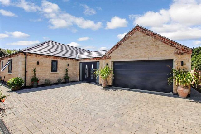 Thumbnail Bungalow for sale in Courtside Cottage, Main Street, Nocton