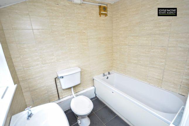 Bathroom of Weelsby Street, Grimsby DN32
