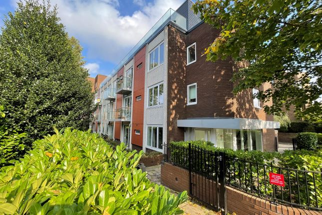 2 bed flat for sale in Knoll Rise, Orpington BR6
