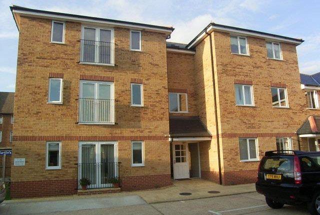 2 bed flat to rent in Avon Road, Cranham, Upminster RM14