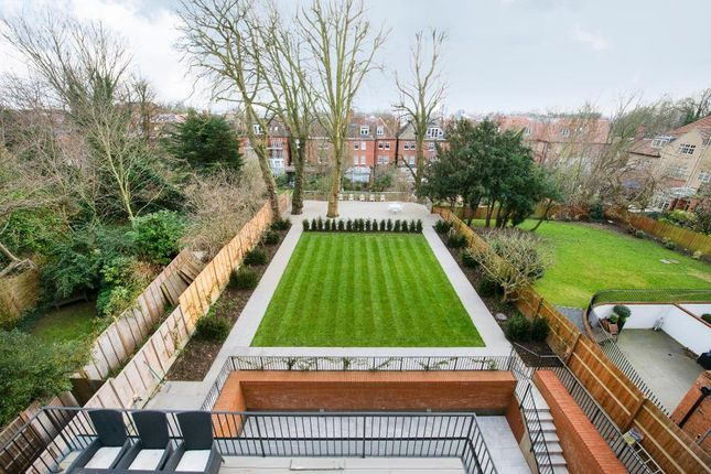 Flat to rent in Lyndhurst Lodge, Lyndhurst Road, Hampstead, London