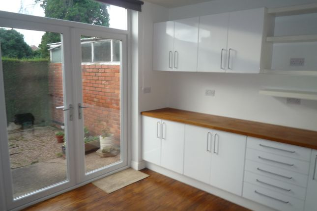Thumbnail Semi-detached house to rent in Meadow Road, Beeston