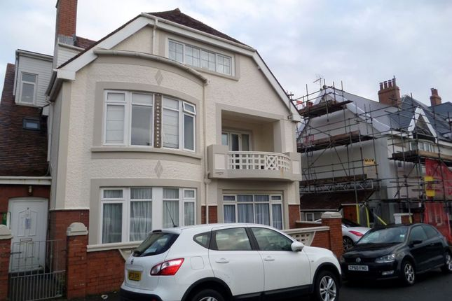 2 bed flat to rent in Picton Avenue, Porthcawl CF36