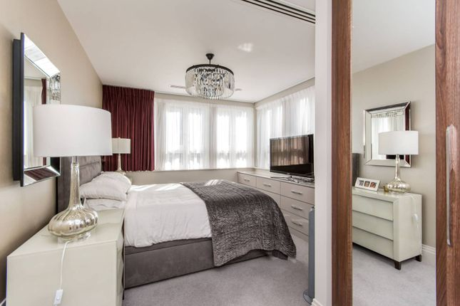 Thumbnail Flat for sale in High Road, North Finchley