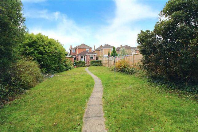 Main Picture of Hood Crescent, Wallisdown, Bournemouth BH10