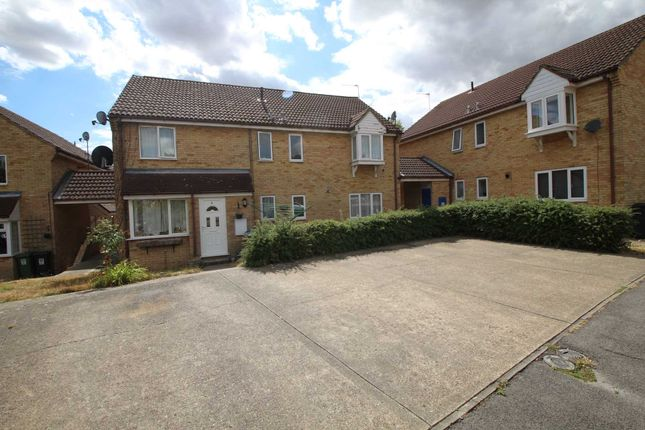 Thumbnail Town house to rent in The Lawns, Hemel Hempstead