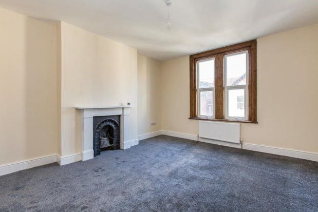 2 bed flat to rent in Shaftesbury Road, Southsea