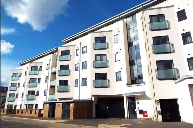 Thumbnail Flat for sale in Victory Park Road, Addlestone, Surrey
