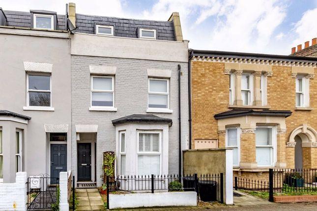 Flat for sale in Garratt Lane, London